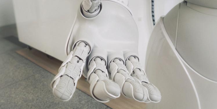 大堂机器人 具备多种对话功能,替代人工完成迎宾接待引导,客户问询等工作,助力企业完成智能化服务。